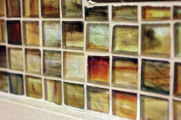 A backsplash made of multi colored glass tiles adds an interesting accent to the kitchen in Rose Mary Zepeda's house on San Antonio's northwest side. (Friday April 20, 2012) John Davenport/San Antonio Express-News Photo: JOHN DAVENPORT, SAN ANTONIO EXPRESS-NEWS / SAN ANTONIO EXPRESS-NEWS (Photo can be sold to the public)