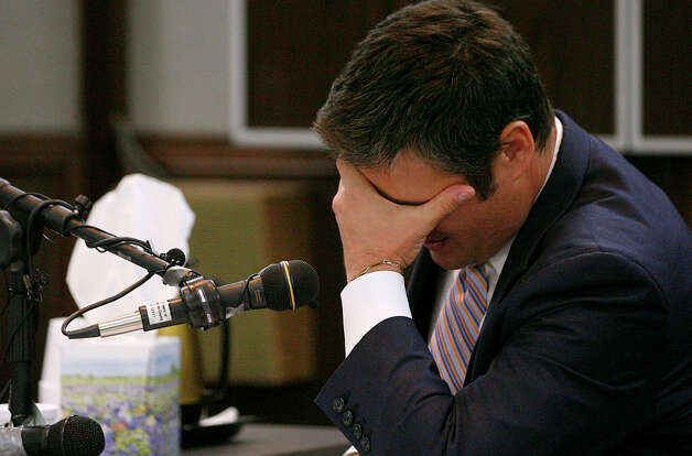 David Jones, one of Hannah Overton's defense lawyers, gets upset during his testimony about the job he did in Overton's 2007 trial. Photo: AP Photo / Corpus Christi Caller-Times, Todd Yates