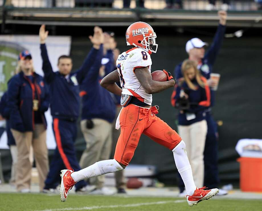 Illinois wide receiver A.J. Jenkins runs on a 60-yard touchdown reception against UCLA during the fourth quarter in the Fight Hunger Bowl NCAA college football game in San Francisco, Saturday, Dec. 31, 2011. Illinois won 20-14. Photo: Marcio Jose Sanchez, ASSOCIATED PRESS