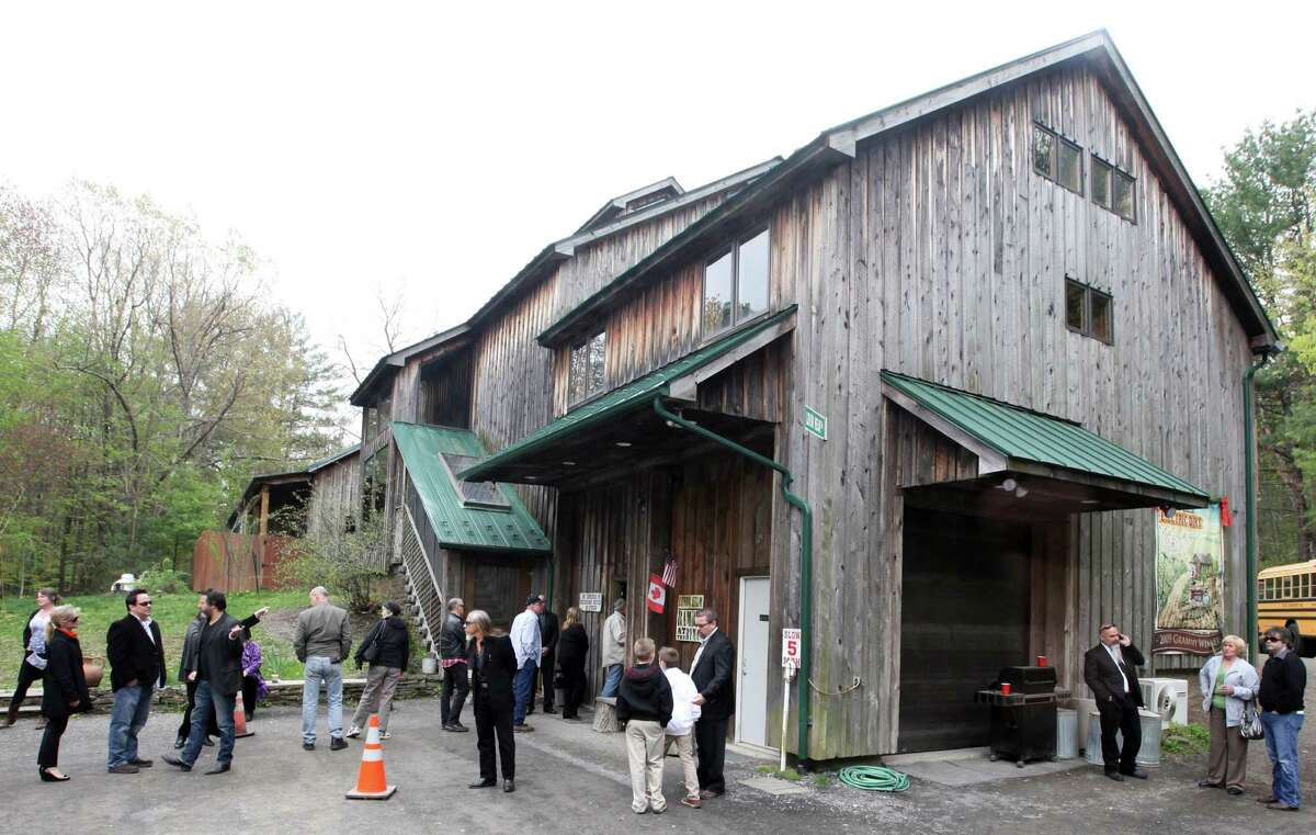 Mourners wait in line to enter the wake of former Band drummer and vocalist Levon Helm at his studio and barn in Woodstock, N.Y., April 26, 2012. Friends and fans came out in the thousands to attend the public wake of the artist, who died last week at the age of 71. (Suzanne DeChillo/The New York Times)