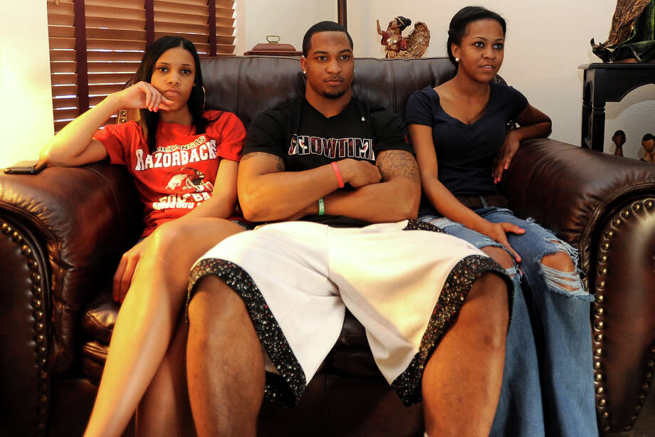 Amy Carson, Tramain Thomas, and Charla Thomas settle in to watch the first round of NFL draft picks in Winnie, Thursday,  April 26, 2012. Tammy McKinley/The Enterprise Photo: TAMMY MCKINLEY