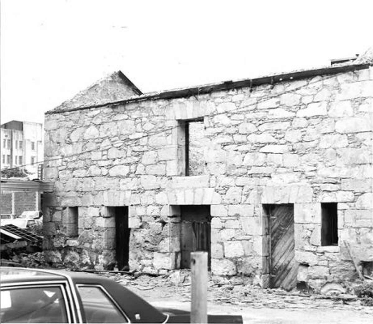 In 1982, the Stuemke Barn was moved from 215 N. Flores St. to 107 King William after the Conservation Society acquired the building.