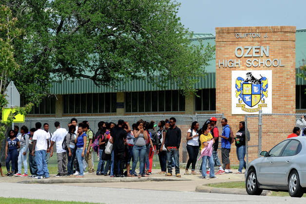 After students were released from class at Ozen on Friday, a large fight broke out during a water balloon fight. Several Beaumont Police and BISD Police officers responded to the school. No injuries or arrested were reported. Photo taken Friday, April 27, 2012 Guiseppe Barranco/The Enterprise Photo: Guiseppe Barranco, STAFF PHOTOGRAPHER / The Beaumont Enterprise
