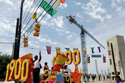 The Kym's Kids float enters the parade route next to construction at East Grayson Street and Broadway during the Battle of Flowers Parade on Friday, April 27, 2012.  Photo: Lisa Krantz, SAN ANTONIO EXPRESS-NEWS / SAN ANTONIO EXPRESS-NEWS