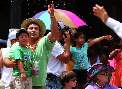 J'dyn Castano, 4, and his dad throw confetti as the parade passes in front of the Alamo during the Fiesta Battle of Flowers Parade, Friday, April 27, 2012. (JENNIFER WHITNEY) Photo: JENNIFER WHITNEY, Jennifer Whitney/ Special To The Express-News / special to the Express-News