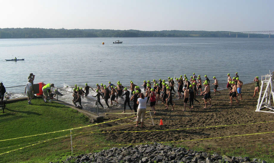 Photo by Gillian Scott Racers at the start of the 2010 Hudson Valley Triathlon. Photo: Picasa