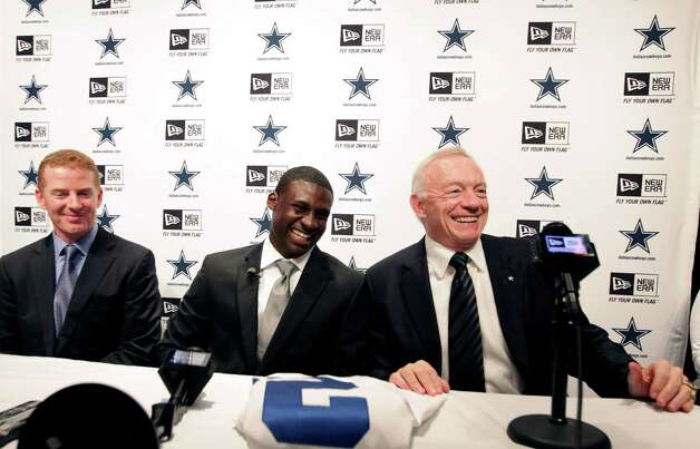 Dallas Cowboys owner Jerry Jones, right, laughs with head coach Jason Garrett, left, and first-round NFL football draft pick Morris Claiborne during a news conference at Valley Ranch, Friday, April 27, 2012, in Irving. Photo: LM Otero, Associated Press
