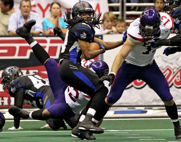 SPORTS    Brent Holmes breaks loose from defenders as the San antonio Talons host the New Orleans Voodoo at the Alamodome on  April 13, 2012.  Tom Reel/ San Antoniopress-News Photo: TOM REEL, San Antonio Express-News / San Antonio Express-News