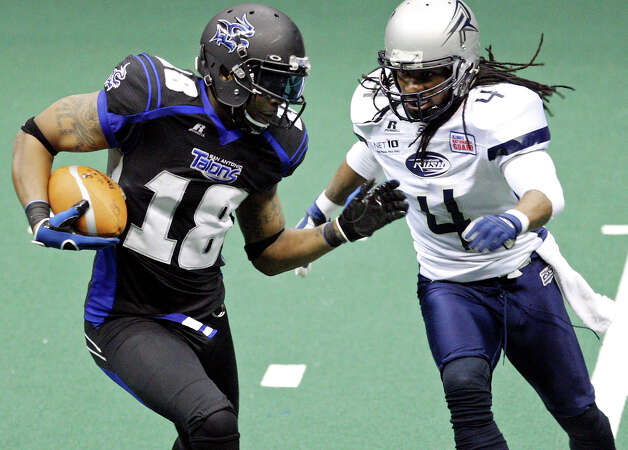 San Antonio Talons' Derek Lee looks for room around Chicago Rush's Vic Hall during second half action Saturday April 28, 2012 at the Alamodome. The Talons won 56-55. Photo: EDWARD A. ORNELAS, Express-News / © SAN ANTONIO EXPRESS-NEWS (NFS)