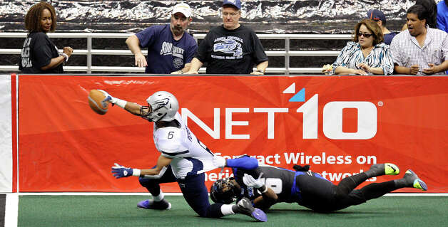Chicago Rush's Jared Perry stretches for the end zone ahead of San Antonio Talons' Fred Shaw during first half action Saturday April 28, 2012 at the Alamodome. Perry did not score on the play. Photo: EDWARD A. ORNELAS, Express-News / © SAN ANTONIO EXPRESS-NEWS (NFS)
