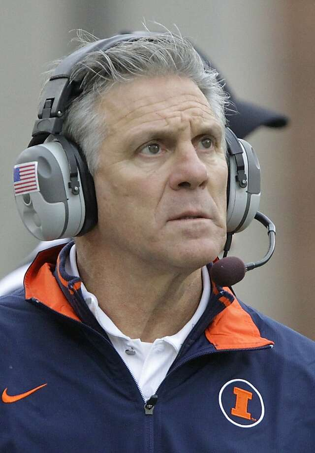 Illinois head coach Ron Zook looks on from the sidelines during the first half of the NCAA college football game against Wisconsin Saturday, Nov. 19, 2011 in Champaign, Ill. Wisconsin defeated Illinois 28-17. Photo: Seth Perlman, ASSOCIATED PRESS