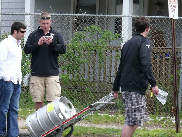 A beer keg arrives for the Clam Jam party on Lantern Point Saturday. Photo: Genevieve Reilly / Fairfield Citizen