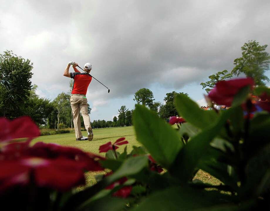 David Hearn tees off on the first hole during the final round of the Zurich Classic golf tournament at TPC Louisiana in Avondale, La., Sunday, April 29, 2012. (AP Photo/Gerald Herbert) Photo: Gerald Herbert, Associated Press / AP