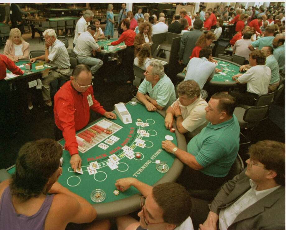 (SPECIAL TO THE TIMES-UNION ATT: PIX DESK) (PHOTOS FOR THE TIMES-UNION BY MICHAEL OKONIEWSKI)  ONEIDA CASINO 3--Gamblers crowd the blackjack tables at the Oneida Nation of New York's Turning Stone Casino in this undated file photograph. Photo: MICHAEL OKONIEWSKI