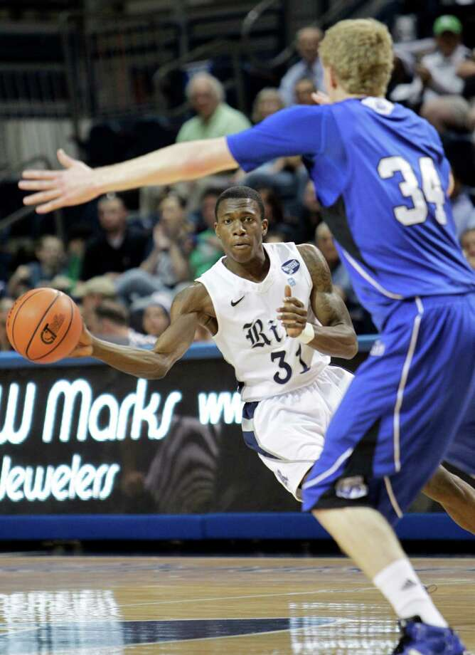 Rice's Dylan Ennis (31) passes through the lane  around Drake's Ben Simon during a second round game of the CollegeInsider.com tournament between the Rice Owls and the Drake  Bulldogs, Saturday, Mar. 17, 2012 in Houston. Photo: Bob Levey / ©2012 Bob Levey