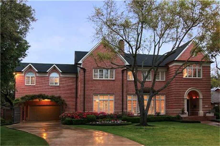 6615 Vanderbilt  |  Greenwood King Properties  |  Agent: Mary Christ |  (713) 524-0888  | Photo: GWK