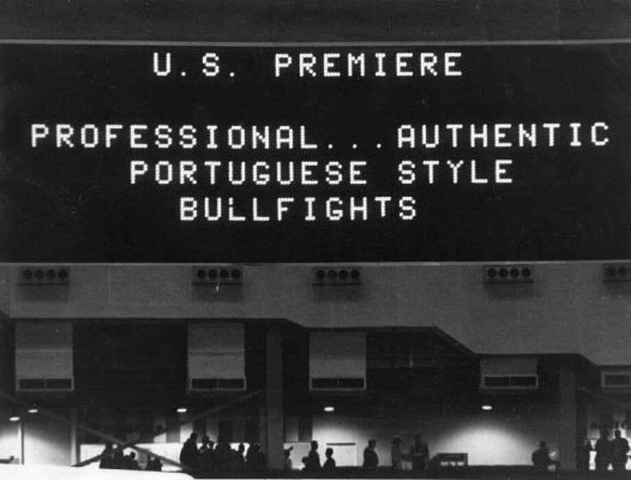 Astrodome scoreboard, February 1966.  (Darrell Davidson / Chronicle file)