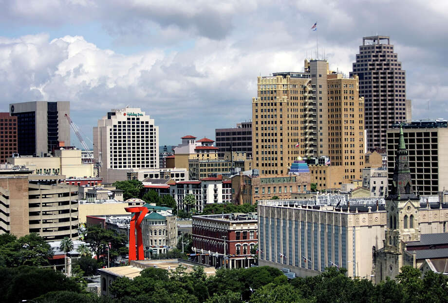 A file photo of downtown San Antonio.          (WILLIAM LUTHER/STAFF) Photo: WILLIAM LUTHER, SAN ANTONIO EXPRESS-NEWS / SAN ANTONIO EXPRESS-NEWS