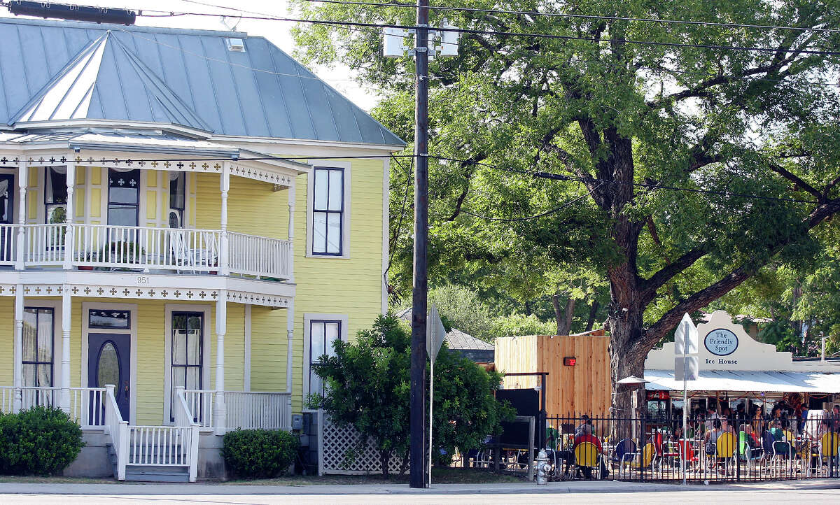 FOR METRO - A view of the Alamo Street Victorian Inn and The Friendly Spot Friday July 22, 2011. FOR BRIAN CHASNOFF STORY. (PHOTO BY EDWARD A. ORNELAS/eaornelas@express-news.net)