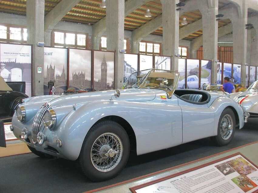 1955 Jaguar XK140: Louis Arovas. (Flickr.com/order2422)