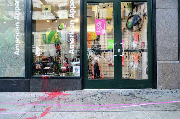 American Apparel on 6th and Pike shows signs of damage. Photo: LINDSEY WASSON / SEATTLEPI.COM