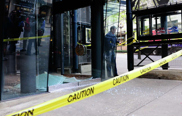 Caution tape surrounds NikeTown. Photo: LINDSEY WASSON / SEATTLEPI.COM