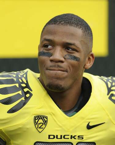 Oregon's LaMichael James waits to enter the game against Washington State at the start of the first half of an NCAA college football game in Eugene, Ore., Saturday, Oct. 29, 2011. Photo: Greg Wahl-Stephens, AP