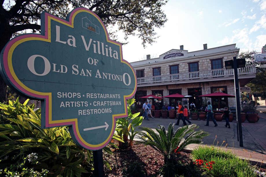 METRO    La Villita restaurants begin to get evening customers on Friday, February 13, 2009.   Tom Reel/Staff Photo: TOM REEL, SAN ANTONIO EXPRESS-NEWS / treel@express-news.net