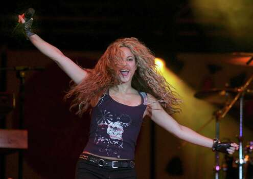 "Colombian pop star Shakira performs during ""The Concert For The Children"" in Buenos Aires, Saturday, May 17, 2008. Colombian singer Shakira's ALAS foundation, Latin America in Solidarity Action, host two simultaneous concerts in Mexico and Argentina to raise awareness to help the neediest kids in Latin America. Photo: Emiliano Lasalvia, AP / AP"