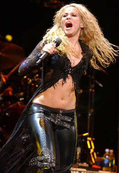 FOR METRO - Shakira performs Thursday Jan. 23, 2003 at the SBC Center. PHOTO BY EDWARD A. ORNELAS/STAFF Photo: EDWARD A. ORNELAS, SAN ANTONIO EXPRESS-NEWS / SAN ANTONIO EXPRESS-NEWS