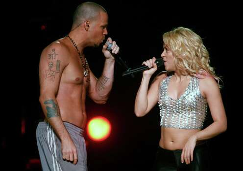 Colombia's singer Shakira, right, performs with guest artist Rene Perez, who calls himself 'Residente', lead singer of the Puerto-Rican urban music band 'Calle 13',  during her concert in San Juan, Puerto Rico, Friday, Oct. 14, 2011. Photo: AP