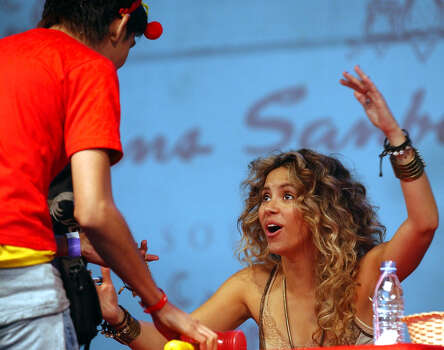 Colombian pop star Shakira speaks with a fan during the signing autograph session Thursday June 16, 2005, in Mexico City, during the promotion of her new album 'Fijacion Oral'. Photo: JOSE LUIS MAGANA, AP / AP