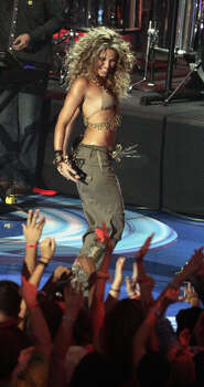 Singer Shakira performs at the MTV Awards at the American Airlines Arena Sunday Aug. 28, 2005 in Miami. Photo: LYNNE SLADKY, AP / AP