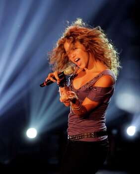 **FILE**Colombian singer Shakira performs during the German TV show 'Wetten dass, ...?' ('Bet that ...') in southwestern German city of Mannheim in this file photo from Nov. 5, 2005. Photo: ALEX GRIMM, AP / POOL REUTERS