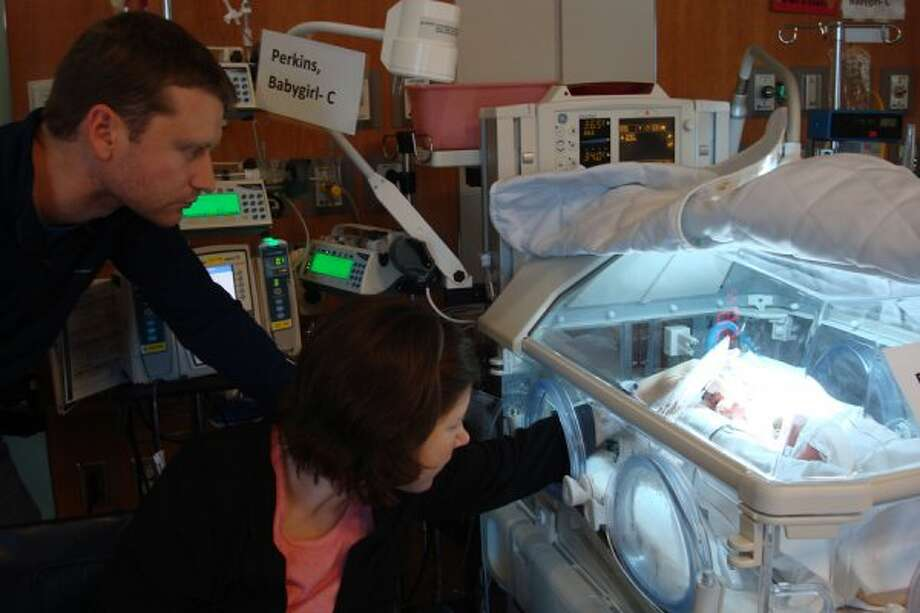 Lauren and David Perkins spend time with their newborns in the NICU. (A. Kramer / Texas Childrens Hospital)