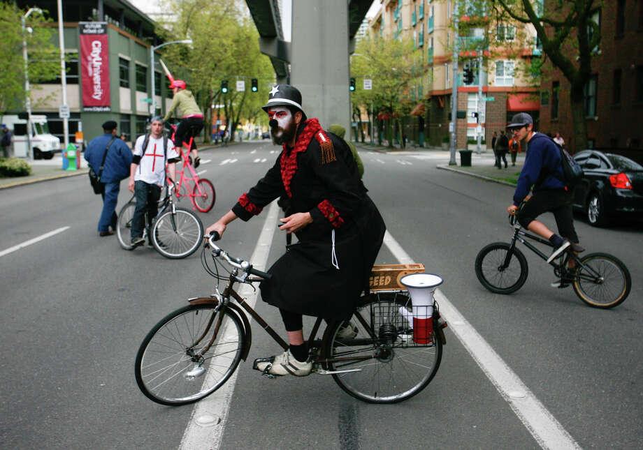 A protester rides his bike during a march. Photo: SOFIA JARAMILLO / SEATTLEPI.COM