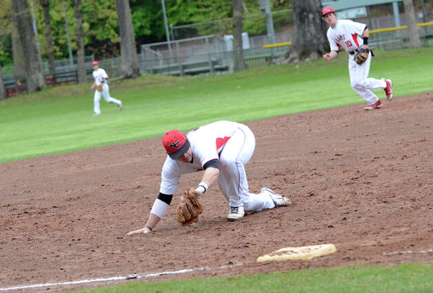New Canaan's Willie Burger fields a ball during the baseball game against Fairfield Warde at Mead Park in New Canaan on Wednesday, May 2, 2012. Photo: Amy Mortensen / Connecticut Post Freelance