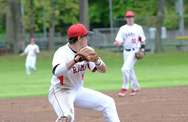 New Canaan's Willie Burger makes a play to second during the baseball game against Fairfield Warde at Mead Park in New Canaan on Wednesday, May 2, 2012. Photo: Amy Mortensen / Connecticut Post Freelance