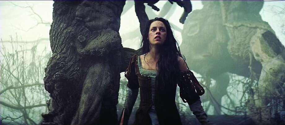 "KRISTEN STEWART is Snow White in the epic action-adventure ""Snow White and the Huntsman"", the breathtaking new vision of the legendary tale from the producer of ""Alice in Wonderland"". Photo: Photo Credit: Universal Pictures, Universal"