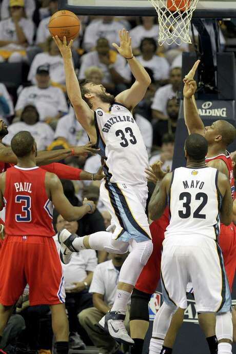 Memphis' Marc Gasol muscles his way inside. Photo: Andy Lyons, Getty Images / 2012 Getty Images