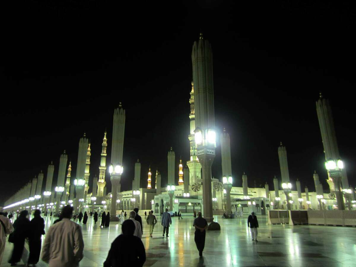 Houstonbelief.com blogger Wardah Khalid went to Saudia Arabia for an Umrah pilgrimage to Mecca. This image shows Masjid al-Nabawi's exterior at night.
