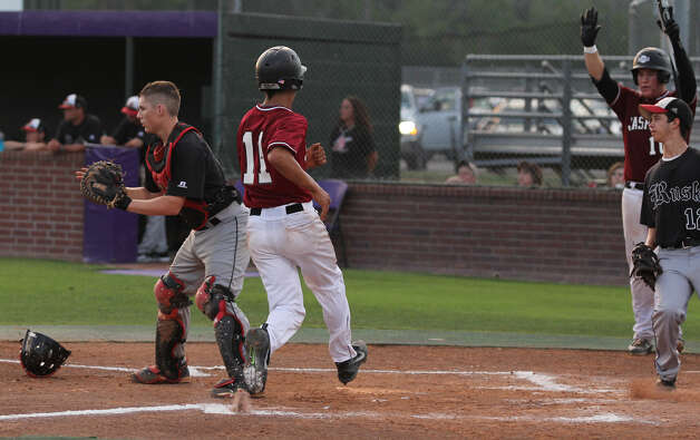 Collin Shellhammer scores the first run of the game for Jasper. Photo: Jason Dunn