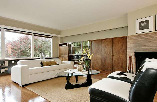 The open floor plan and walls of glass in the living room give it a spacious feel. Photo: Liz Rusby