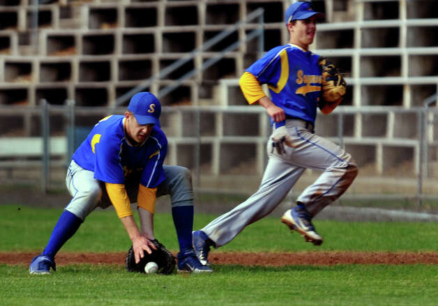 Seymour's #14 Alex Barton scoops up a Derby grounder, during boys baseball action in Derby, Conn. on Friday May 4, 2012. Derby defeated Seymour 2-0. Photo: Christian Abraham / Connecticut Post