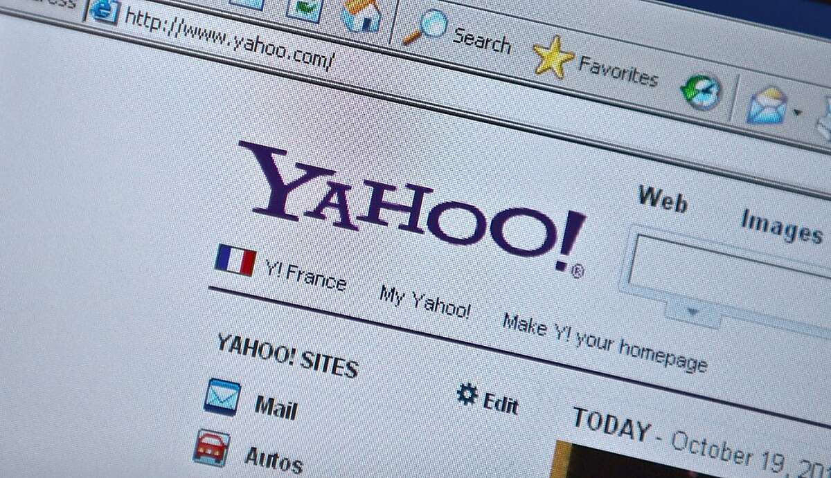 """(FILES)The Yahoo homepage is seen on a computer screen in Washington, DC in this October 19, 2010 file photo. Struggling Internet pioneer Yahoo! has admitted to making an """"inadvertent error"""" after an activist shareholder pointed out that its CEO's online bio wrongly said he had a degree in computer science. Until late May 3, 2012, the company's website had said Chief Executive Officer Scott Thompson had received a bachelor's degree in accounting and computer science from Stonehill College, the Wall Street Journal reported. Yahoo! later admitted, however, that Thompson had received a bachelor of science degree in business administration with a major in accounting from Stonehill, a Catholic School near Boston. By early May 4, 2012, the website biography did not contain any reference to Thompson's educational background. AFP PHOTO/Nicholas KAMMNICHOLAS KAMM/AFP/GettyImages"""