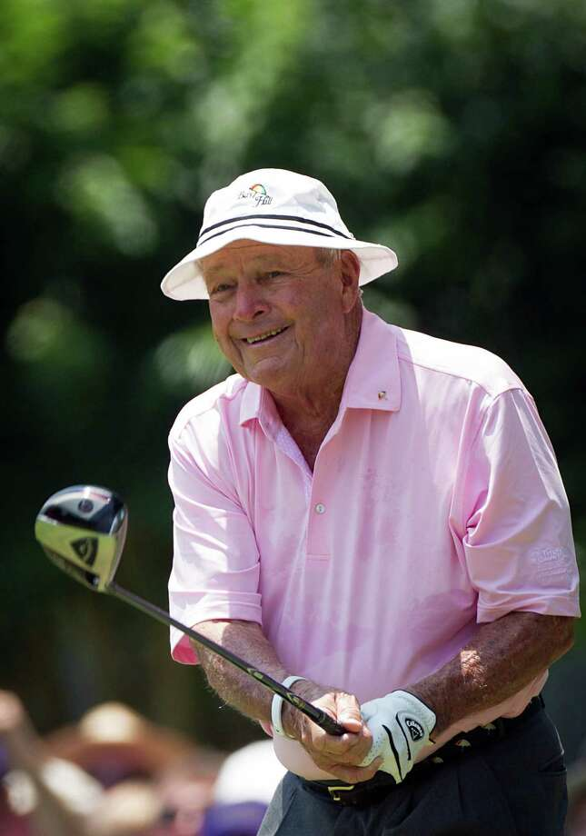 Arnold Palmer watches his drive off the third tee. Photo: Smiley N. Pool, Houston Chronicle / © 2012  Smiley N. Pool