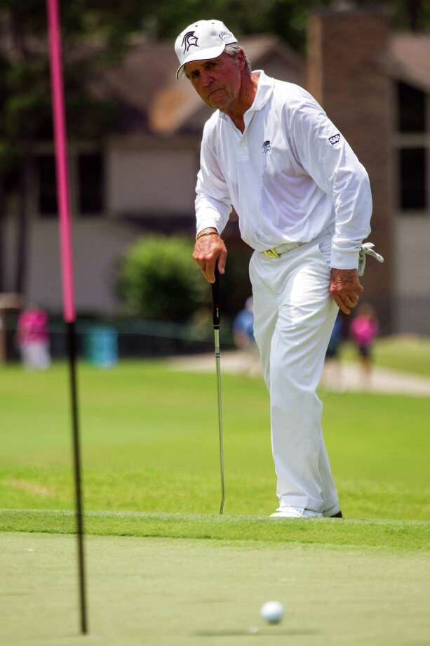 A Gary Player putt misses the mark during The Insperity Championship Greats of Golf exhibition. Photo: Smiley N. Pool, Houston Chronicle / © 2012  Smiley N. Pool