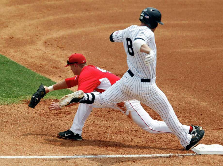 Rice University's Michael Ratterree right, is tagged out at first base by the University of Houston's Jacob Lueneburg during the first inning of college baseball game action at Reckling Park Saturday, May 5, 2012, in Houston. Photo: James Nielsen, Chronicle / © Houston Chronicle 2012