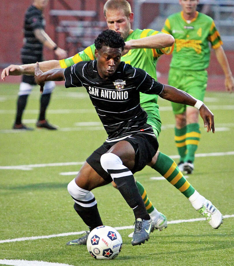 Walter Ramirez and the Scorpions got their first win of the season at Heroes stadium. Photo: TOM REEL, Express-News / San Antonio Express-News