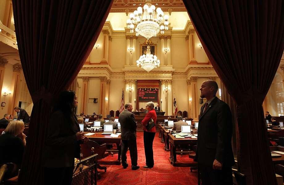 Senate President Pro Tem Darrell Steinberg and Sen. Christine Kehoe on the Senate floor. Photo: Michael Macor, The Chronicle